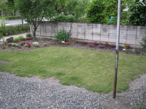 the garden and big patch of grass!
